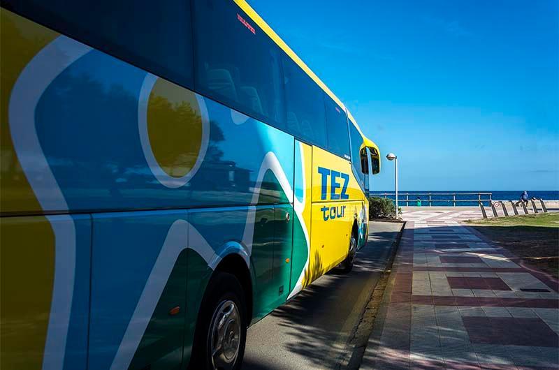 Автобус компании Tez Tour для группового трансфера (в составе путевки).