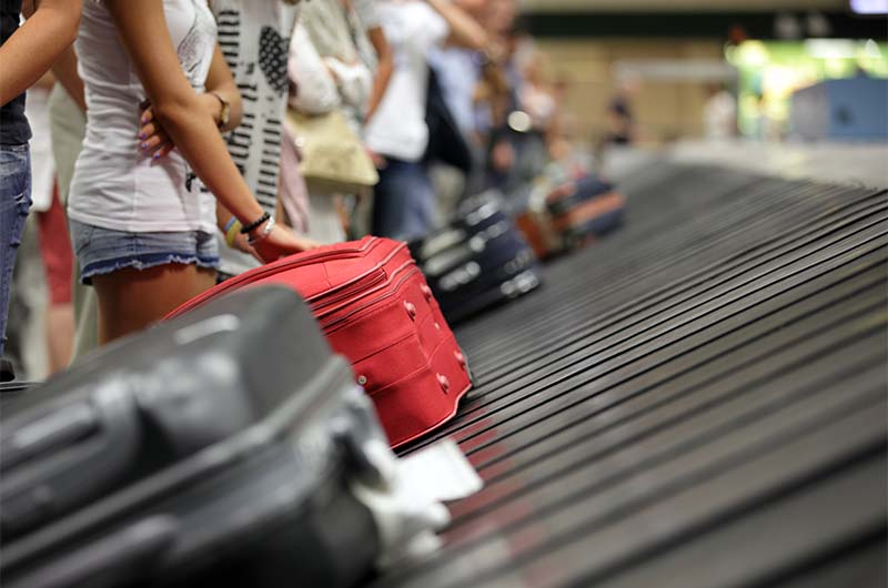 Если заказан трансфер: после прохождения паспортного контроля и получения багажа направляйтесь к выходу, где Вас будет встречать водитель с табличкой.